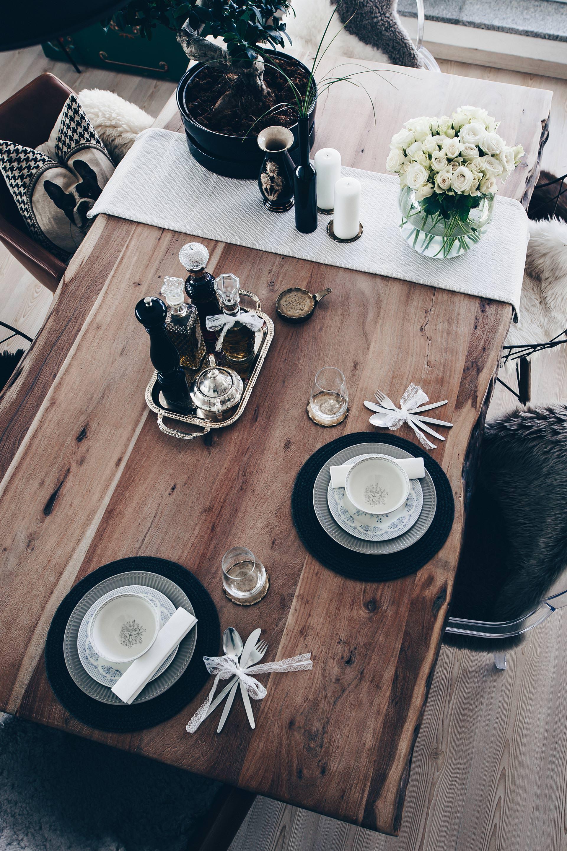 Tischdekoration für jeden Tag, Essbereich gestalten, moderne und rustikale Esszimmer Ideen, Essbereich einrichten, Wohn-Esszimmer einheitlich gestalten, einfache Tischdekoration, Massivholzesstisch mit Baumkante, Vintage und Second Hand Dekoration, Interior Blog, Style Blog, www.whoismocca.com