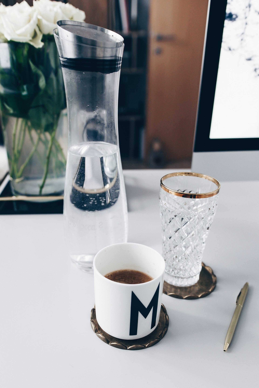 arbeitsplatz zuhause einrichten 5 ideen f r mehr stil im blogger home office. Black Bedroom Furniture Sets. Home Design Ideas