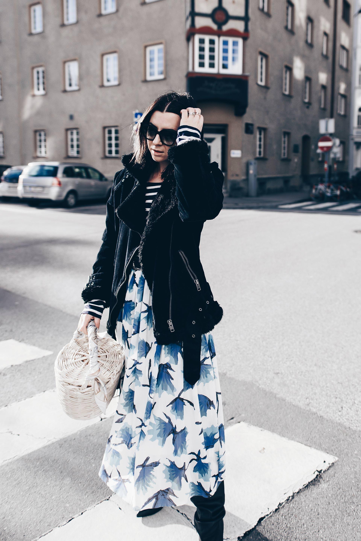 Rock im Winter anziehen, tragen und kombinieren, Midirock stylen, Pilotenjacke mit Fake Fur, Modetrend Cord, Print Mix, Overknee Stiefel mit weitem Schaft, Streetstyle, Winter Outfit, Mode Fashion Style Blog, www.whoismocca.com