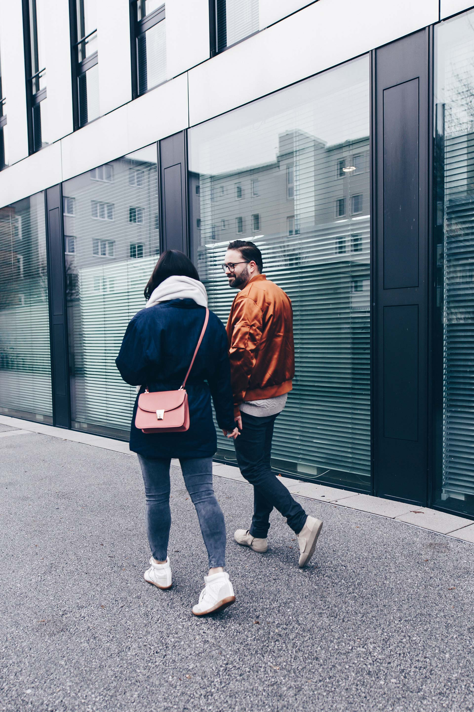 Basic Casual Paar Outfit, Partnerlook, Pärchen Outfit, Casual Chic Style für Damen und Herren, Sneaker Wedges, Bomberjacke, Jeans Outfit, Fashion Blog, Modeblog, Männer Blog, www.whoismocca.com