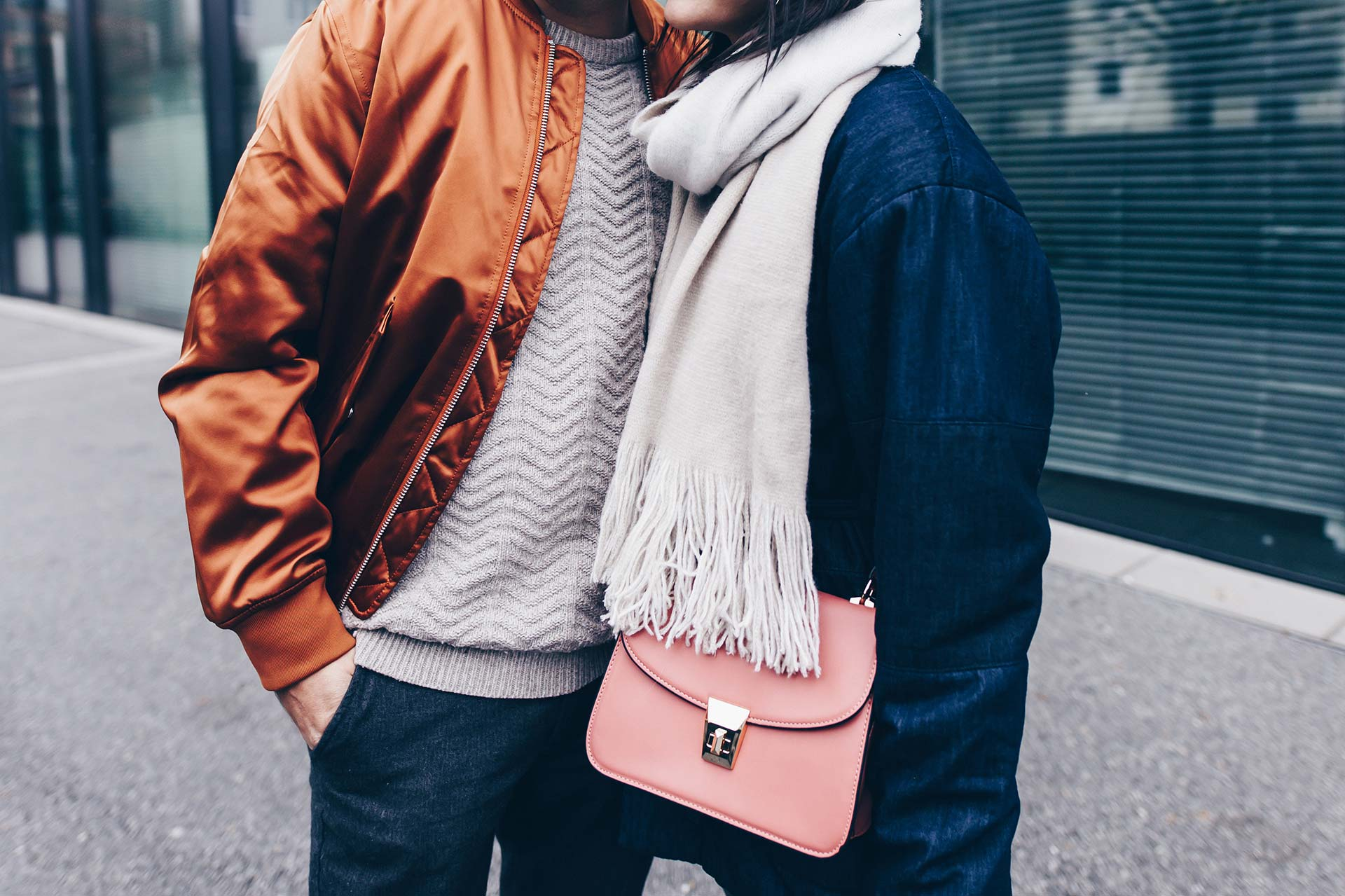Basic Casual Paar Outfit, Partnerlook, Pärchen Outfit, Casual Chic Style für Damen und Herren, Sneaker Wedges, Bomberjacke, Jeans Outfit, Fashion Blog, Modeblog, Männer Blog, www.whoismocca.com