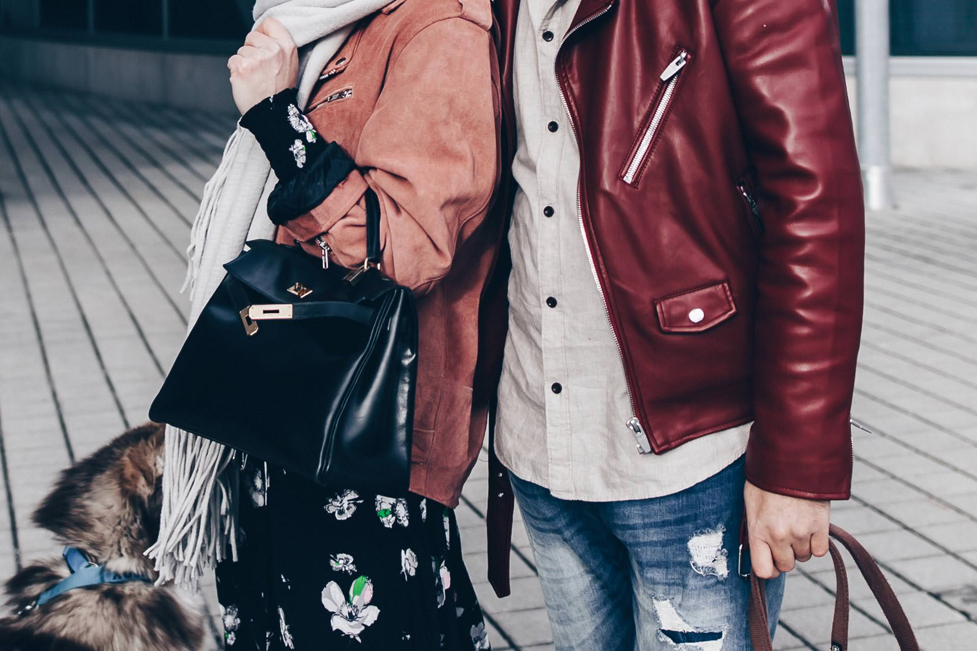 Paar Outfit, Pärchen Outfits, Winter Outfits mit Lederjacke, Lederjacke im Winter kombinieren, Valentino Rockstud Sneakers, Hermes Kelly Bag, Vintage Bag, Streetstyle, Midikleid im Winter, Fashion und Style Blog, Männerblog, Outfits Blog, www.whoismocca.com