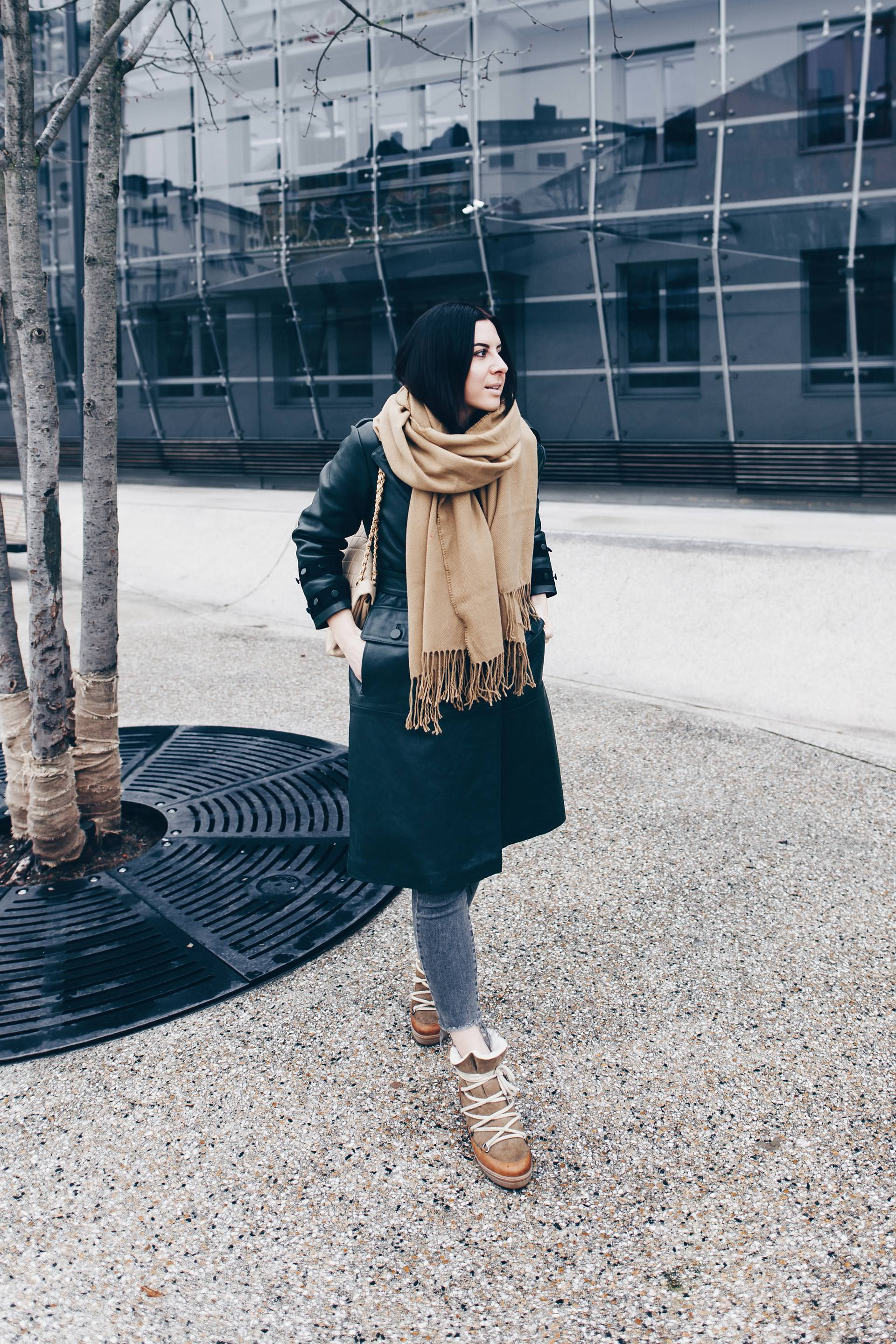 Winter Outfit mit Ledermantel aus der Zara Studio Collection 2017, Isabel Marant Nowles Boots, Skinny Jeans, Chanel Vintage Tasche, Streetstyle im Winter, Fashion Blogger Outfits, Modeblog Innsbruck, www.whoismocca.com