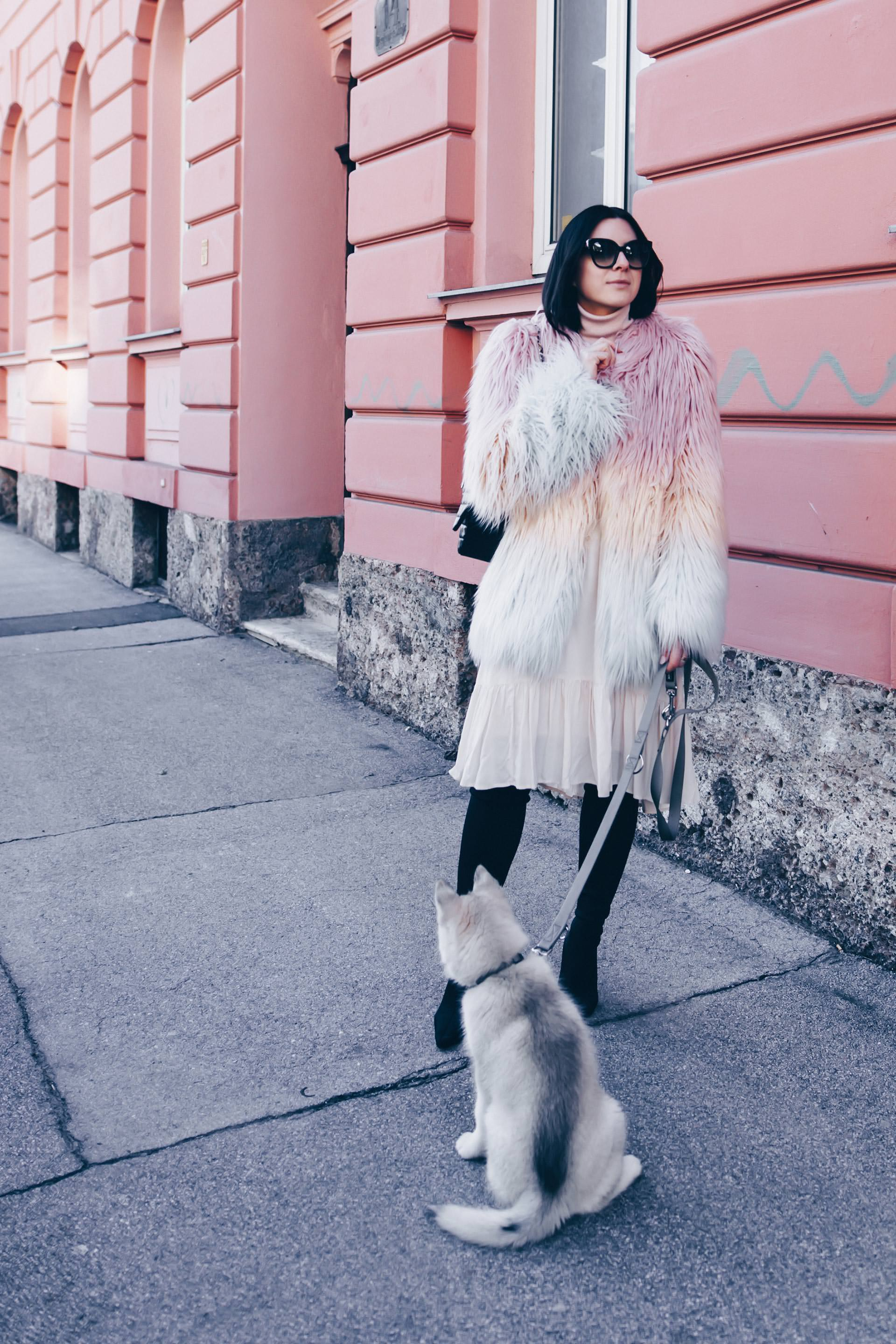 Pastell Outfit im Winter kombinieren, Layering im Winter, Lagenlook mit Pastell, Overknee Sock Boots, Quilted Double Flap Bag gold Chains, Fashion Blog, Streetstyle, Fake Fur Mantel, www.whoismocca.com
