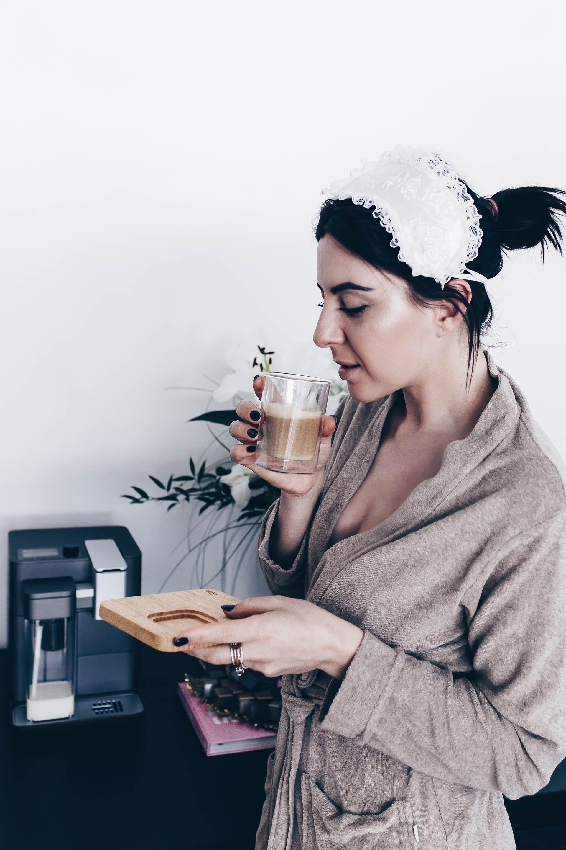 Tchibo Kaffeemaschine Qbo You-Rista mit Milk Master im Test, Qbo Kapsel Kaffeemaschine, Kaffeemaschine mit Sprachsteuerung, WLAN, Kapselmaschine über App steuern, Kaffeemaschine mit Alexa steuern, Qbo und Alexa, Erfahrungsbericht, Produkttest, Lifestyle Blog, Interior Magazin, www.whoismocca.com