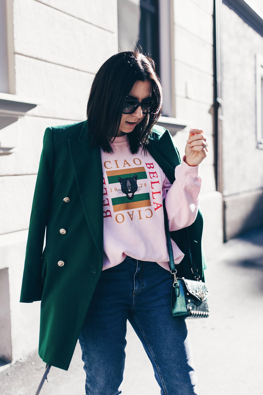 Statement Sweater Trend im Alltag, Statement Sweatshirt stylen und kombinieren, Outfits mit Statement Sweater, Mode Tipps, Fashion Blogger Streetstyle, Gucci Lookalike Sweater, www.whoismocca.com