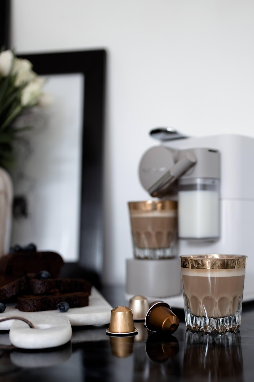 Anzeige, Gründe für eine entspannte Kaffeepause, darum sollte man Kaffeepausen einlegen, Kaffeerezept mit Nougat-Creme, Lattissima One Erfahrungsbericht, Gewinnspiel, De'Longhi Kaffeemaschine mit Kapseln im Test, Lifestyle Blogazine, Food Blogger, www.whoismocca.com