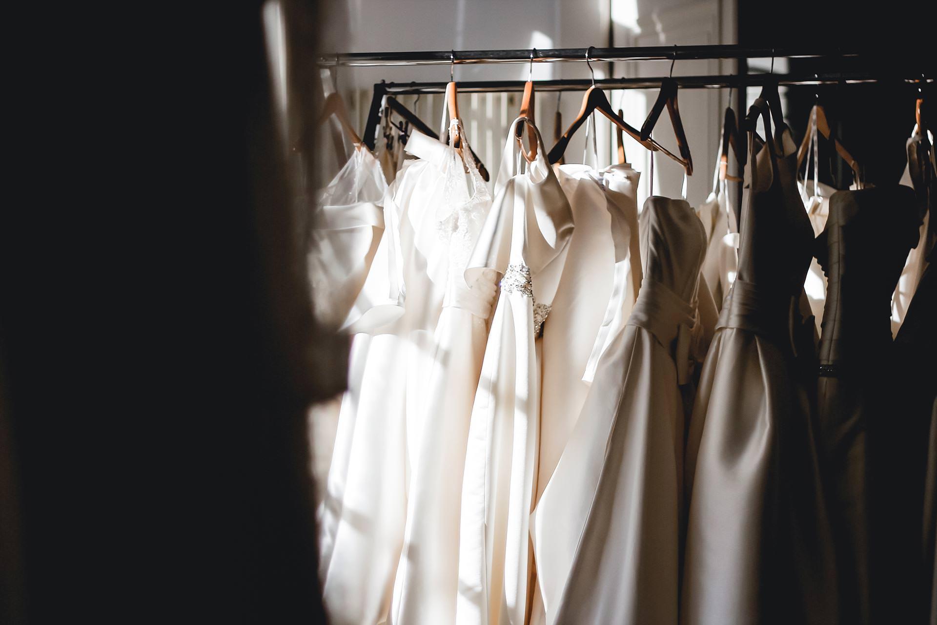 traumhafte Low Budget Brautkleider für wenig Geld, Low Budget Hochzeitskleider, schöne Brautkleider günstig online kaufen, günstige Hochzeitskleider mit Spitze für Standesamt und freie Trauung, Hochzeitsblog, www.whoismocca.com