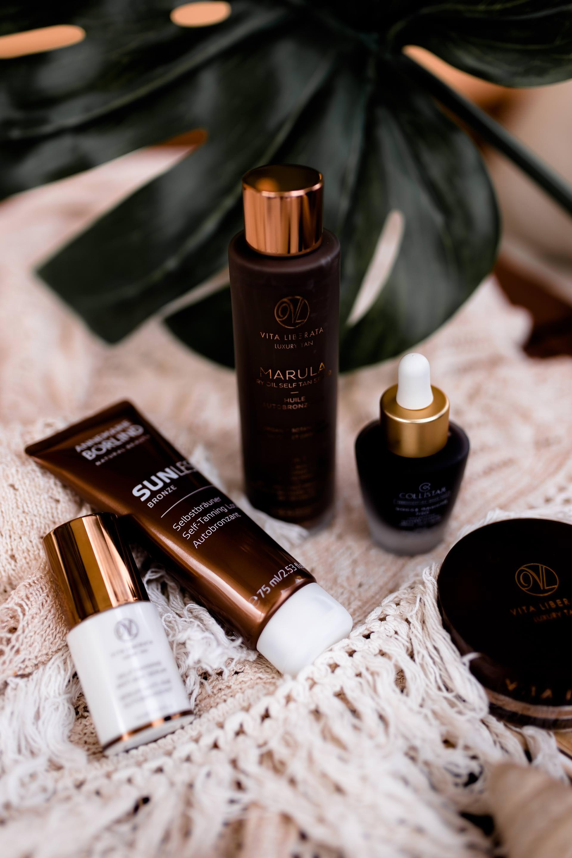 Welcher Selbstbräuner ist der beste, Selbstbräuner Erfahrungen, Tipps zum richtigen auftragen, Fake Tan, Tanning Sprays, die besten Selbstbräuner Produkte, Spray Tanning, Selbstbräuner Cremes, Mousse, Lotion, Anti-Aging Selbstbräuner Öle, #beautyblogger, #beautytipps #faketan #beauty #beautytrends #selbstbräuner Beauty Magazin, www.whoismocca.com