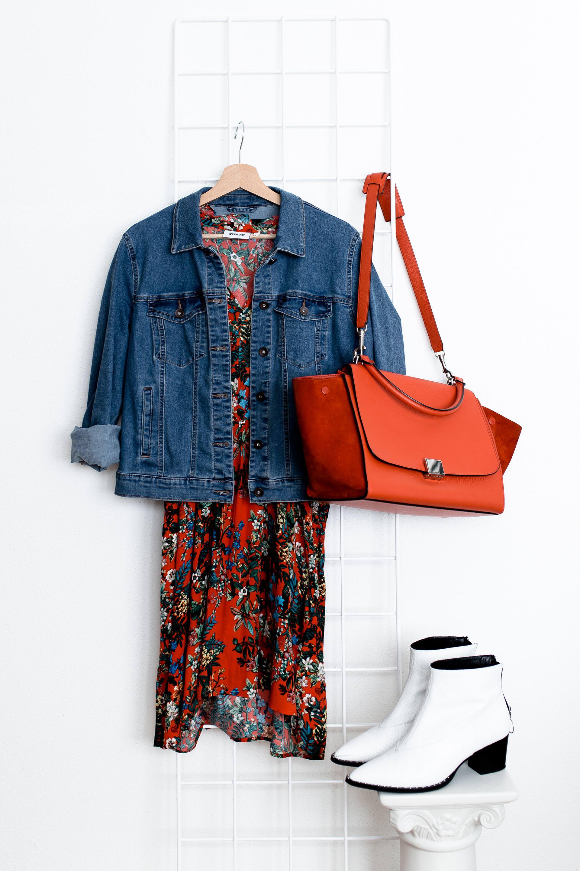 Was ziehe ich morgen an? 5 Mode Tipps für Outfit Ideen mit Kleidern für den Alltag, Kleider im Alltag kombinieren, Outfits mit Jeansjacke, Alltagsoutfits, Mode für Frauen, Fashion Blogger, www.whoismocca.com, #ootd #outfits #mode #styling #fashiontrends #modetrends