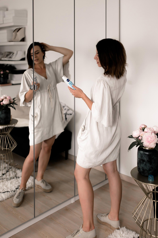 Anzeige, die richtigetrockenshampoo anwendung, nivea trockenshampoo erfahrungenundreview, trockenshampoo richtig verwenden,morgens keine zeit zum haare waschen, schnelle tipps für fettige haare, styling tipps für feines haar,gutes volumen trockenshampoo für dunkle haare, Beauty Blogger, Beauty Hacks und Tipps,Trockenhaarwäsche, was ist trockenshampoo, www.whoismocca.com #trockenshampoo #nivea #styling #beauty #beautyblogger