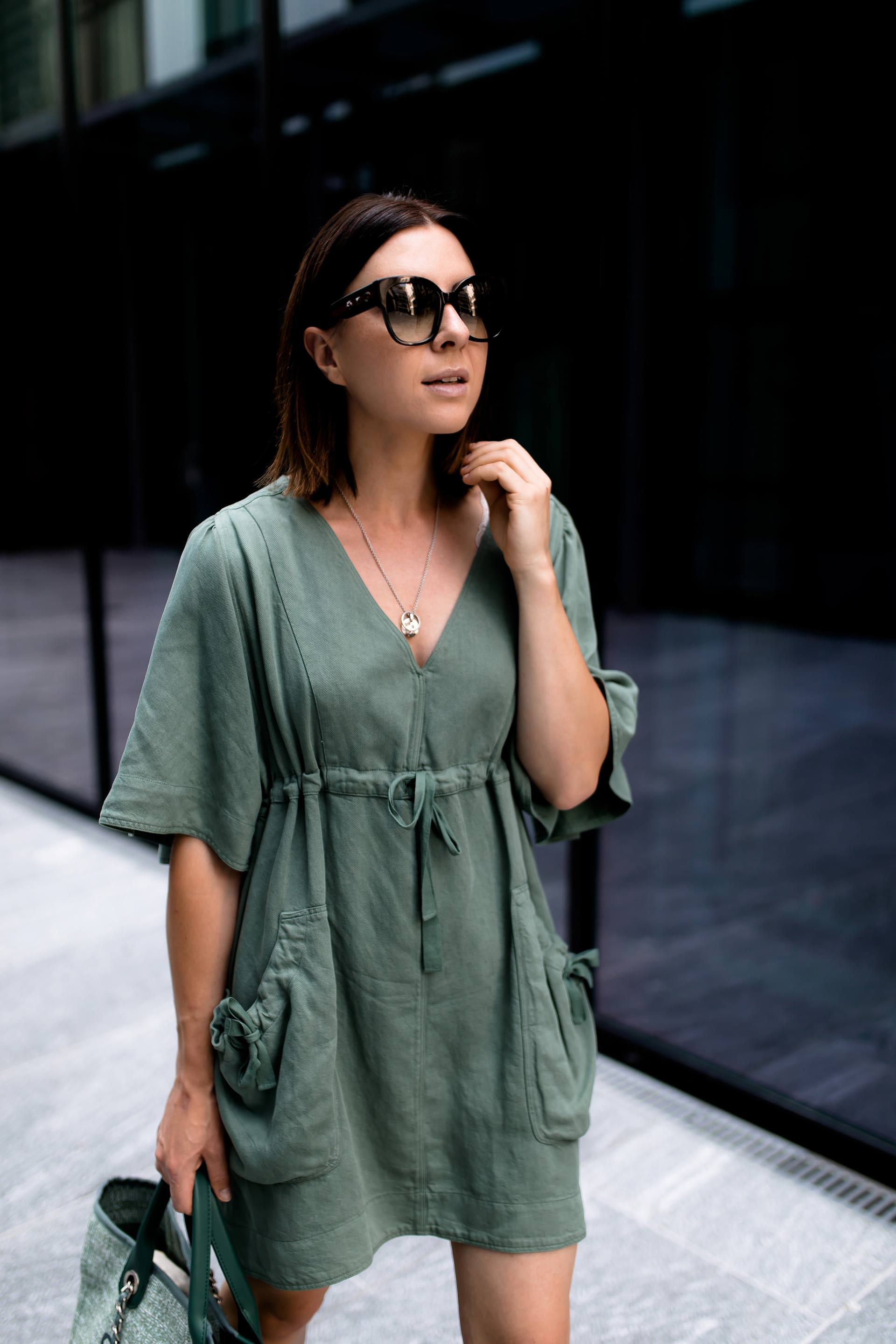 enthält unbeauftragte Werbung, Sommer Outfit mit Kleid, Isabel Marant Outfit, Isabel Marant Wendell Kleid, High Heels im Alltag tragen, Chanel Deauville Shopper, Sommer Kleid kombinieren, Streetstyle, Outfit of the Day, Modeblogger, www.whoismocca.com #isabelmarant #ootd #sommeroutfit #styling #fashionblogger #chanel
