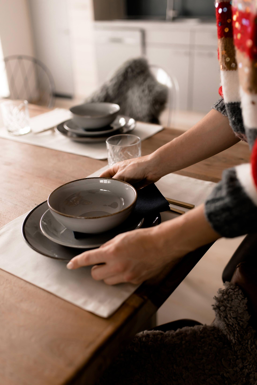 enthält Werbung. Küche umbauen, Küche umgestalten, küche neu lackieren, küche neu gestalten wenig geld, küche neu gestalten Ideen, küche neu gestalten vorher nachher, küche neu gestalten renovieren, Küche umbauen Ideen, küchenfliesen streichen, küchenfliesen streichen vorher nachher,side by side Kühlschrank, kräuterwand küche, kräuter in der Küche, küche modern gestalten, Küche upgraden, Küche upcycling, einrichtungsideen, interior blog, einrichtungstipps für die Küche, einrichtungstipps für kleine küchen, www.whoismocca.com #makeover #upcycling #kueche #kitchen #ideas #interior #einrichtungsideen