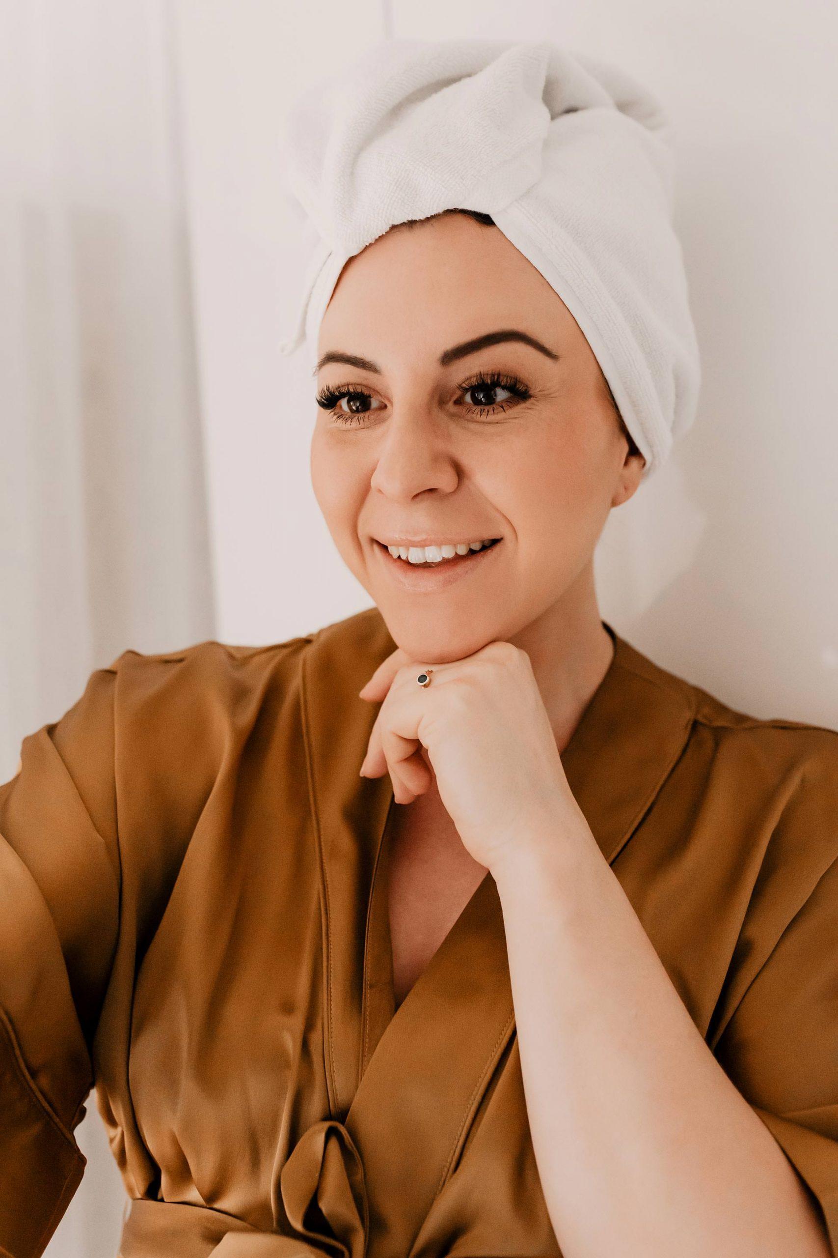 """Digital Aging – oder zu Deutsch """"Hautalterung durch blaues Bildschirm-Licht"""". Am Beautyblog findest du jetzt nützliche Anti-Aging Pflegetipps gegen schädliches Blue Light! www.whoismocca.com"""