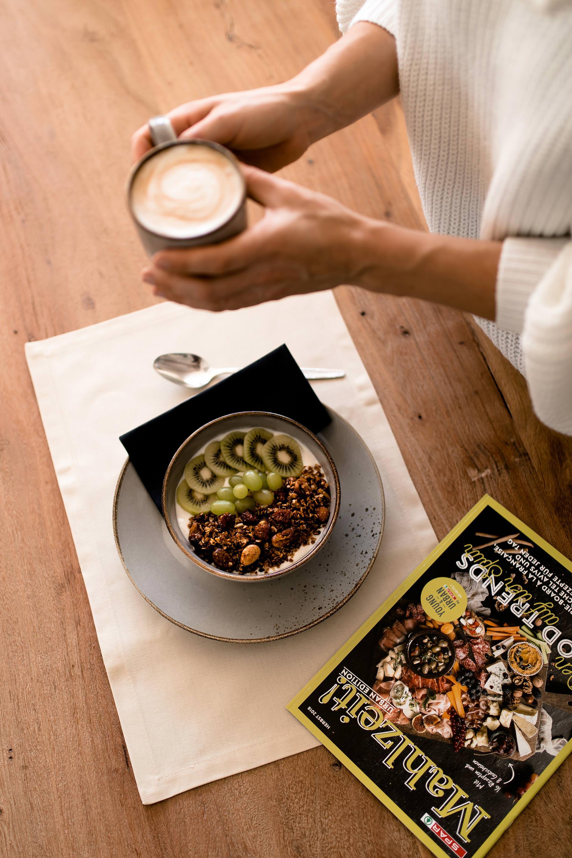 Anzeige. Granola selber machen, welcher kaffee ist der beste, welcher kaffee schmeckt am besten, spar Kaffee,Kaffeegenuss, power frühstück,Energie für den ganzen tag, frühstück mit Kaffee, gesundes frühstück schnellzubereitet, gesundes frühstück, kaffee mit Mandelmilch, selbstgemachtes granola, SPAR Regio, SPAR Young & Urban, SPAR enjoy, Food Blogger, Food Magazin, vegan und glutunfreies Frühstück, www.whoismocca.com #vegan #spar #frühstück #breakfast #granola #rezept #glutenfrei