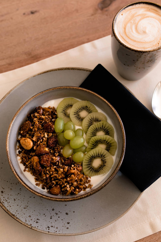 kaffeegenuss und power fr hst ck mit selbstgemachtem granola. Black Bedroom Furniture Sets. Home Design Ideas