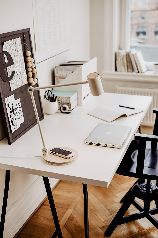 enthält unbeauftragte Werbung. Ordnung schaffen auf dem Schreibtisch, Ordnung schaffen mit System, Ordnung schaffen ideen, Ordnung schaffen zu hause, Ordnung schaffen aber wie, schreibtisch organisieren, schreibtisch organizer, Schreibtisch aufräumen tipps, Schreibtisch aufräumen leicht gemacht, tipps für mehr ordnung, tipps für mehr ordnung im büro, Karriere Blog, Office Blog, www.whoismocca.com #office #ordnung #aufraeumen #checkliste #tipps #karriere