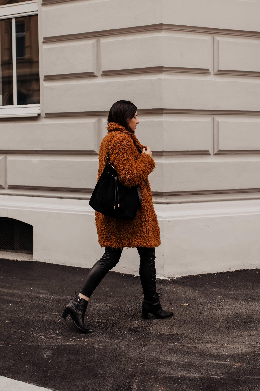 enthält unbeauftragte Werbung. Was ist im Winter 2018 modern, Wintertrends 18/19, Winter Trends 2018/19, Was ist im Winter 2018 angesagt, Winter Trends Fashion 2018, Winter Trends2019, Mode für den Winter, Modetrends Herbst Winter 2018/19, Modetrends Herbst Winter 2018, Winter Outfits, Winter Fashion Style, Damenmode Winter 2018/19, Winter Must haves, Styling Tipps, Wintermode online kaufen, Online Shopping, Modeblog, www.whoismocca.com #wintertrends #modetrends #winterfashion #outfit #winteroutfit #modeblog #styling #streetstyle #shopping