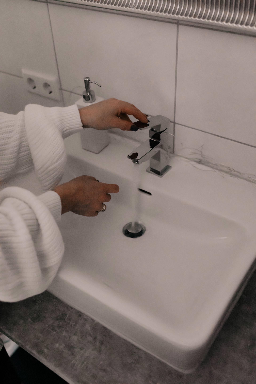 Anzeige. bwt perlwasser,weiches wasser besser für die haut,weiches wasser zum haarewaschen,Beauty tipps,beauty tipps und schönheitsgeheimnisse,beauty geheimnisse,pflege tipps und tricks,Hautpflege tipps,erfahrungsberichte,perlwasseranlage,perlwasser,tipps für schöne haut,tipps für reine haut im gesicht,schönheitstipps für zu hause, Beauty Blogger, www.whoismocca.com #perlwasser #weicheswasser #bwt #hautpflege #pflegeroutine #beautyblogger #erfahrungen #reinehaut
