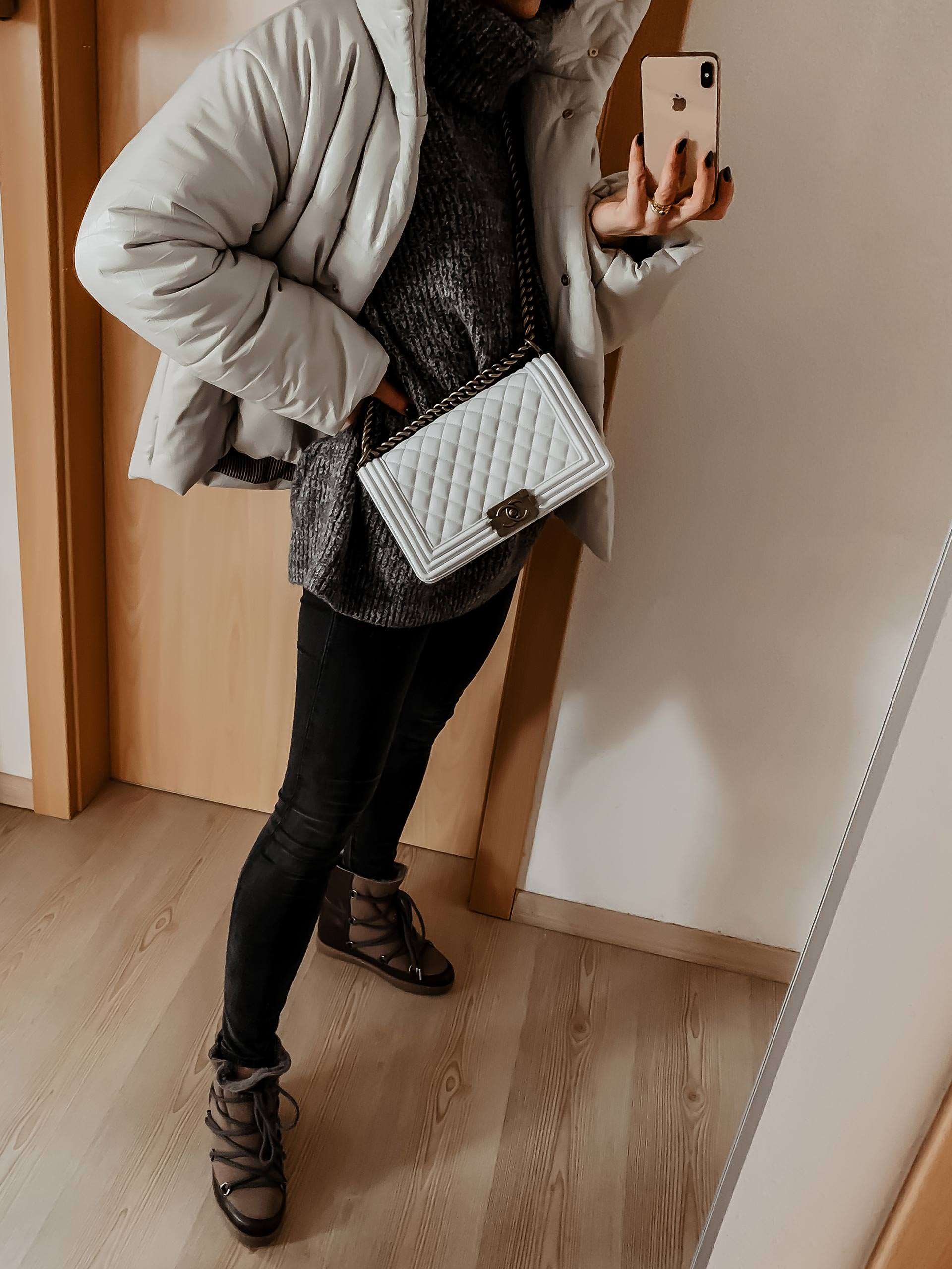 enthält unbeauftragte Werbung. Editor's Picks, winter 2018/19 mode, Modeblog, trendreport, winter trends 2018/19, was ist im winter 2018 modern, capsule wardrobe winter 2018, Alltagsoutfits, outfit im winter, Chanel boy bag, isabel marant nowles boots, nanushka jacke, Mode Tipps, Wintertrends, www.whoismocca.com, #modetrends #wintertrends #outfit #editorspicks #chanel #isabelmarant #nanushka