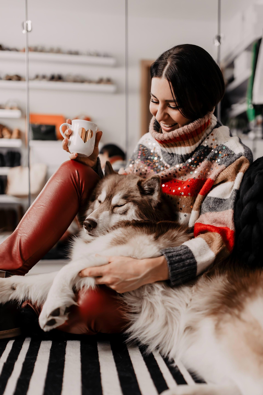 Anzeige. personalisierte geschenke,etsy gift guide,ausgefallene weihnachtsgeschenke für frauen, schöne und besondere Geschenke, kleine geschenke zu weihnachten, kreative Geschenke, weihnachtsgeschenke die von herzen kommen, etsy picks, kleinegeschenkideen für weihnachten, personalisierte Halsketten,personalisierte Halsketten mit gravur,personalisiertes kissen,Löffel mit gravur,giant knit blankets,giant knit blanket kit, Geschenkefinder, Gift Guide, www.whoismocca.com #giftguide #etsy #etsypicks #geschenkefinder #weihnachtsgeschenke #geschenkideen
