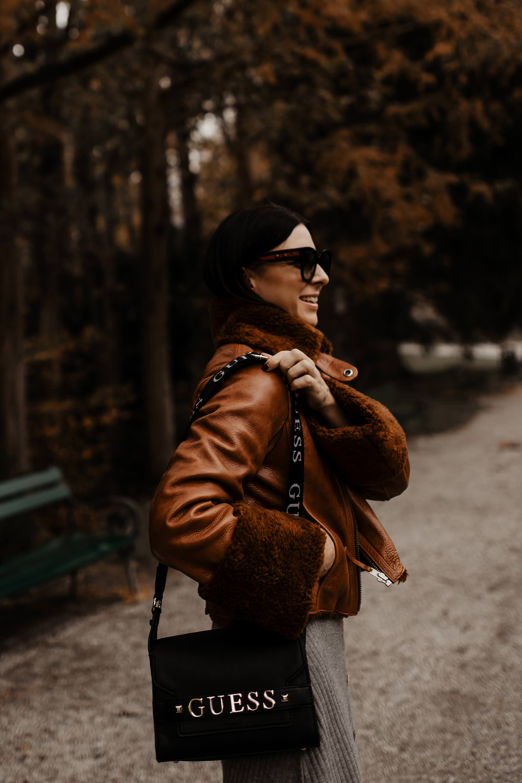 enthält Werbung. biker boots mit nieten und schnallen, Boots von Deichmann, Boots mit Nieten und Schnallen, damen boots mit nieten und schnallen, Boots kaufen, Boots kombinieren, schwarze Boots mit schnallen, schwarze biker boots mit nieten, schwarze boots kombinieren, Outfit mit schwarzen stiefeletten, schwarze stiefeletten zum kleid, welche stiefeletten passen zum kleid, lässiges outfit, biker boots stylen, styling tipps, Modeblog, www.whoismocca.com #bikerboots #modetrends #styling #fashion #herbstoutfit #streetstyle