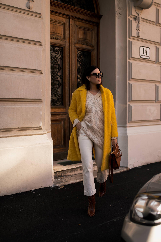 enthält unbeauftragte Werbung. So kann man einen gelben Mantel kombinieren,winter outfit mit jeans,Modeblogger,Fendi Look alike boots,Moschino Redwall bag,Hermes kelly look alike,gelben mantel kaufen, Styling Tipps, Outfit Idee, Wintertrends, Modetrends 2018/19, www.whoismocca.com #gelbermantel #winteroutfit #mangogirls #moschino #fendi #modetrends #wintertrends