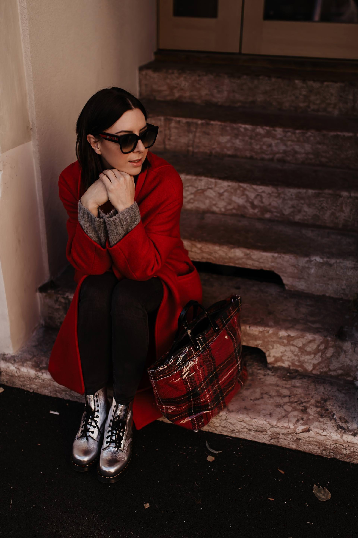 Anzeige. winter trends 2018/19, winter trends 2018, was ist im winter 2018 modern, metallic trend, metallic kombinieren, Schuhe im metallic look, Taschen im metallic look, dr. martens pascal, schuhe von dr. martens, dr. martens kombinieren, dr martens outfit, coole outfits mit dr martens, winter outfit inspiration, eBay Fashion, Outfits auf eBay kaufen, www.whoismocca.com #wintertrends #modetrends #eBayFashion #eBay #ootd #outfit #drmartens #boots