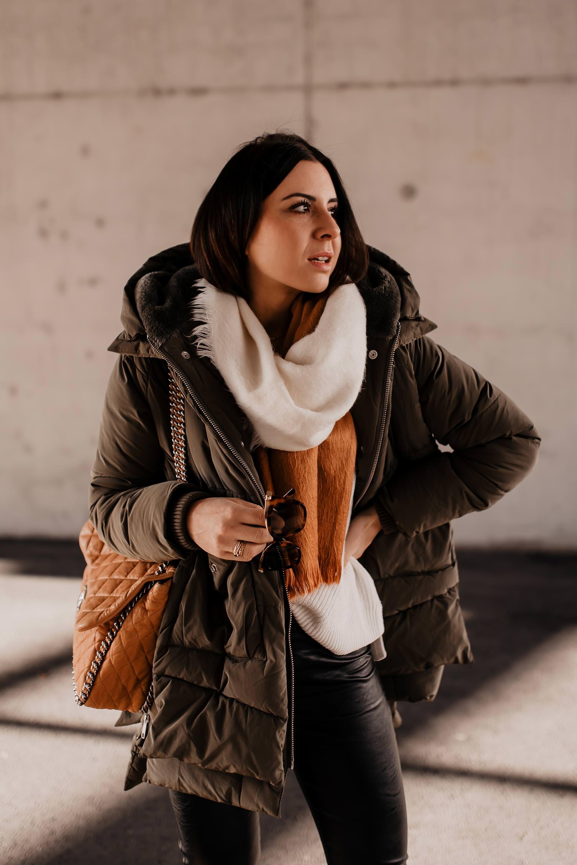 enthält unbeauftragte Werbung. die perfekte gesteppte Jacke für den Winter, Daunenjacke ohne Daunenfür Winter geeignet,gesteppte jacke kaufen,fake daunenjacke,welche jacke für den winter,mode tipps,outfit ideen,modetrends winter 2018/19, was wird 2019 trend, Wintertrends,perfekte Jacke für den winter,perfekte winterjacke,Pufferjacke für winter, Isabel Marant Lederhose, Chunky Sneakers stylen, Chanel Shopper, www.whoismocca.com #chunkysneakers #pufferjacke #modetrends #wintertrends #chanel #isabelmarant #fakedaune #streetstyle #winteroutfit