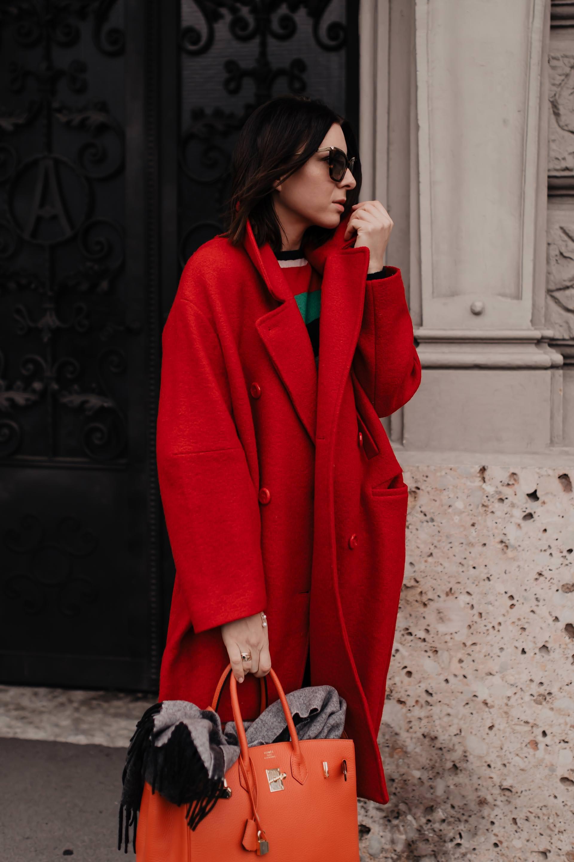 enthält unbeauftragte Werbung. roten Mantel kombinieren,roten Mantel stylen,roten Mantel kaufen,wie kombiniere ich meine Kleidung am besten,wie kombiniere ich einen roten mantel,rote mantel kombinieren,mantel im winter tragen,wintermantel outfit,roter wintermantel,Isabel Marant Lederhose, Louis Vuitton boots,hermes birkin bag, Winter Outfit, Streetstyle, www.whoismocca.com #wintermantel #wintertrends #modetrends #winteroutfit #mantel #hermes #streetstyle