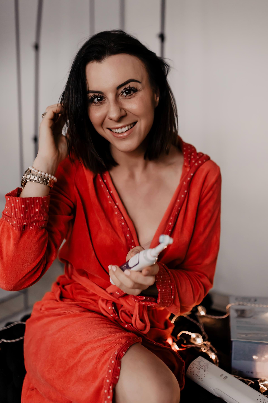Anzeige. strahlendes lächeln,schöne weiße zähne,Zahnpflege tipps,elektrische zahnbürsteoral b genius10000n,tipps für strahlend weiße zähne,beauty bloggerin,Erfahrungsbericht,Gewinnspiel,zähne aufhellen,zähne weißer machen,Beauty Tipps und Schönheitsgeheimnisse, www.whoismocca.com #oralb #weissezaehne #zahnpflege #oralbgenius #strahlendeslaecheln #beautyblogger #gewinnspiel