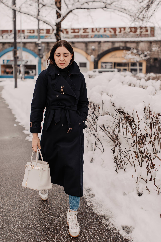 enthält unbeauftragte Werbung // klassischer Winter Trenchcoat, Modetrends Winter 2018/19, Modetrends 2019,trenchcoat aus Leder,fendi logo Trench, Burberry Trenchcoat kaufen,schöne übergangsjacken,schöne Mäntel online bestellen, Mäntel für den Winter, Mode Tipps, Winter Trenchcoat kaufen, Outfit für kalte Tage, www.whoismocca.com #modetrends #wintertrends #styling #fashionblogger #trenchcoat