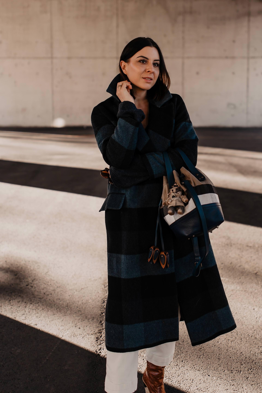 enthält unbeauftragte Werbung. dunkelblau kombinieren,modetrends 2019,trendfarben 2019 mode,blau ist das neue schwarz,blau kombinieren,trendfarbe dunkelblau,outfit inspirationen,styling tipps,Modebloggerin,Fashion Blog,blauer kaschmir pulli,alltagsoutfit,mode tipps, www.whoismocca.com #dunkelblau #modetrends #wintertrends #blau #streetstyle #burberry #kariert