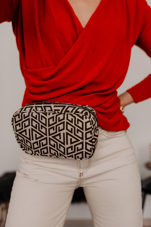 Fendi Look Alike Prints: geometrische Muster-Mode // enthält unbeauftragte Werbung // Fendi inspired,Gucci Look Alike, fendi prints,geometrische Muster kleidung, all over prints, muster kombinieren, fendi mode, logo prints trend, Monogramm Prints, Modetrends 2019, was ist 2019 modern, Modeblogger, www.whoismocca.com #fendi #geometrisch #gucci #muster #prints #modetrends #monogramm