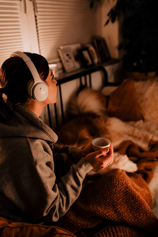 enthält Werbung // stress abbauen, Entspannung im Alltag,bookbeaterfahrungen und kosten,bookbeat kostenlos testencode,stress schnell loswerden undabbauen,stress gegenmaßnahmen,schneller entspannentipps,nach Feierabend nicht abschalten können,nach feierabend entspannen,Entspannungsübungen,Entspannung mit hund,Entspannung mit hörbuch,Stressabbau,Mittel gegen Stress,Stressbewältigung,Stress abbauen methoden,Stress abbauen tipps, www.whoismocca.com #stress #entspannung #stressabbau #entspannungstipps #bookbeat #erfahrungsbericht #review