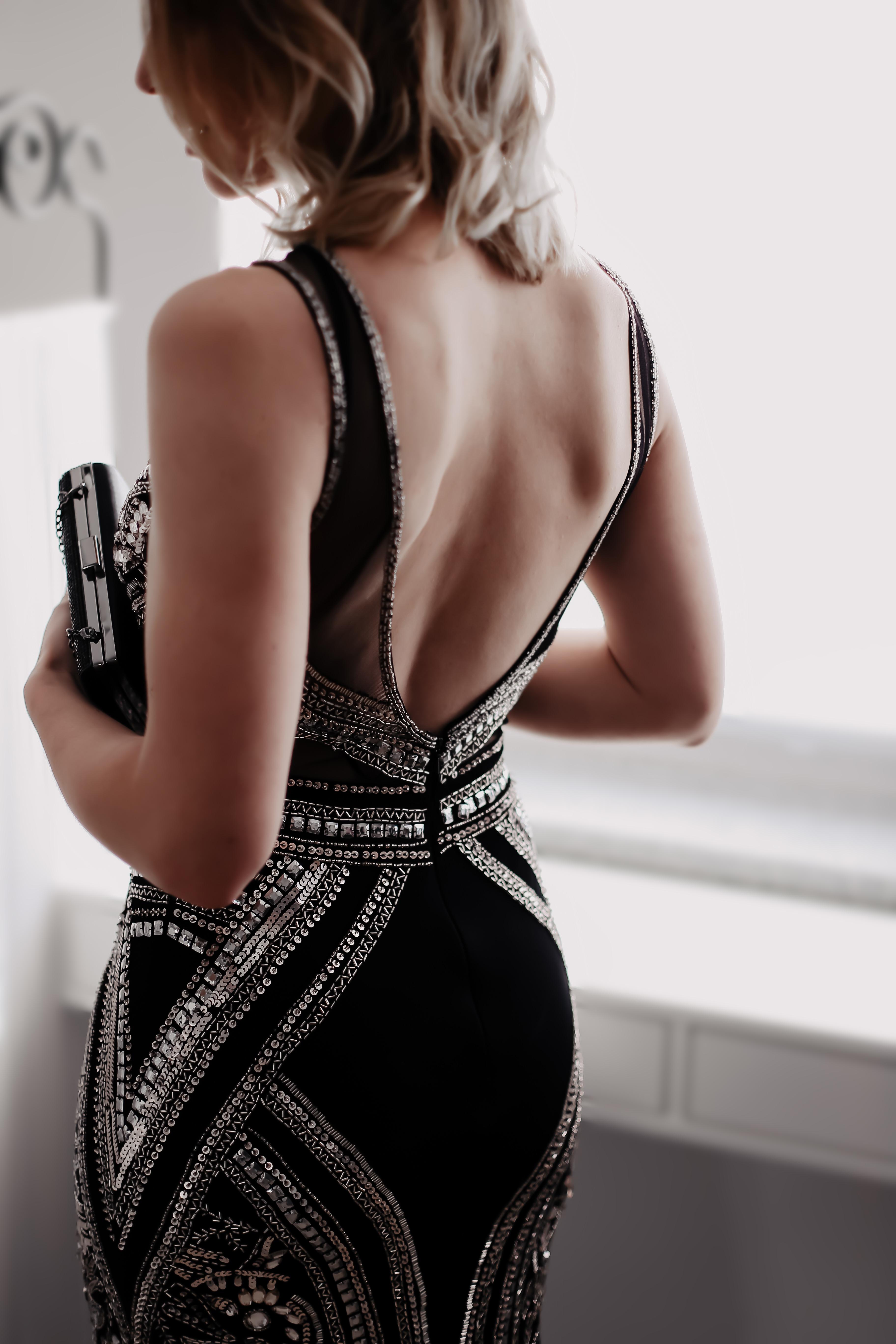 Auf meinem Modeblog findest du heute den richtigen Dresscode für feierliche Anlässe. In meiner Dresscode-Übersicht stelle ich dir folgende Fashion-Formeln genauer vor: Hochzeit, White Tie, Informal, Semi-Formal, Black Tie, Formal, Cocktail, Abendgarderobe, Black and White, dunkler Anzug, Smoking, sommerlich festlich; Welcher Dresscode für welchen festlichen Rahmen geeignet ist und passende Outfits sowie Shopping-Tipps findest du auf whoismocca.com#dresscode