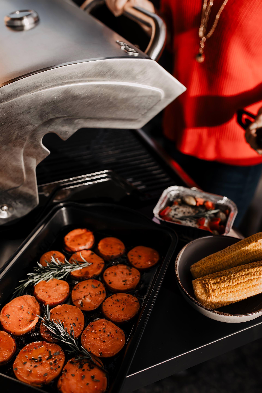 Anzeige, Vegetarisch grillen mit Hofer Gasgriller Enders BBQ Gasgrill Boston 3K Turbo,vegetarische grillrezepte zum Nachmachen,vegetarische grillspieße,hofer griller angebot 2019,grillsaison 2019,leckere grillrezepte mit gemüse,Süßkartoffel grillen,grillrezepte mit süßkartoffeln,halloumi grillen,halloumi grillen alufolie,einfache rezepte zum nachkochen, Food Blog, www.whoismocca.com #gasgriller #hofer #vegetarisch #foodblog #gesunderezepte