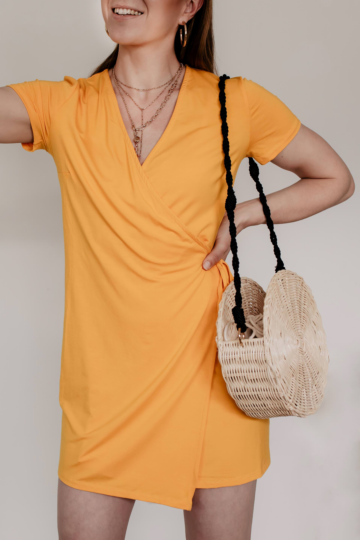 Welche Tasche ist gerade in? Im Sommer 2019 kommen wir an Bambus, Bast und Stroh-Taschen nicht vorbei. Am Modeblog findest du jetzt die schönsten Cult Gaia Bags und Cult Gaia Look Alike Taschen, genau so wie praktischen Strohtaschen für die Freizeit und Basket Bags für Job und Alltag. Die Sommertrends 2019 können sich sehen lassen!www.whoismocca.com #cultgaia #basketbags #strohtaschen #taschentrends #sommertrends