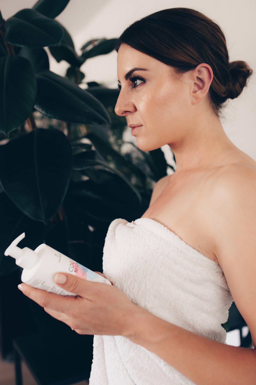 Anzeige. Tipps für strahlende Haut gesucht? Ich teile meine Erfahrungen mit den HelloBody Produkten mit dir, verrate dir mehr über die hochwirksamen Aloé Glow Drops für einen tollen Strahle-Teint und stelle dir die Body Lotion mit Kokos vor, die ultra schnell einzieht und nicht fettet.www.whoismocca.com #HelloBody #glow #teint #beautyblogger #beautytipps