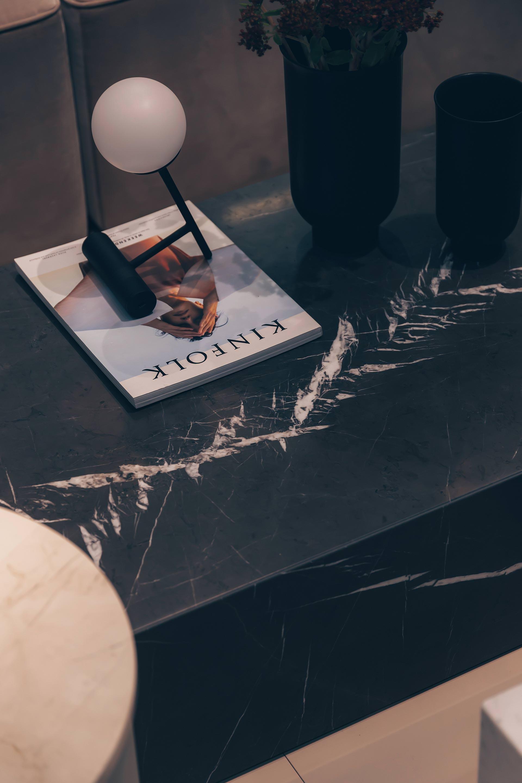 Auf meinem Interior-Blog findest du jetzt schöne Marmor-Couchtische und Beistelltische in Marmoroptik für dein persönliches Interior-Upgrade. Ich gebe dir Tipps, wie du ein Wohnzimmer schön einrichten und deinen Wohnraum gemütlich gestalten kannst. Günstige Marmor-Couchtische habe ich dir ebenfalls verlinkt - mehr auf www.whoismocca.com #interiorblogger #einrichtungsideen #marmor #marble #couchtisch