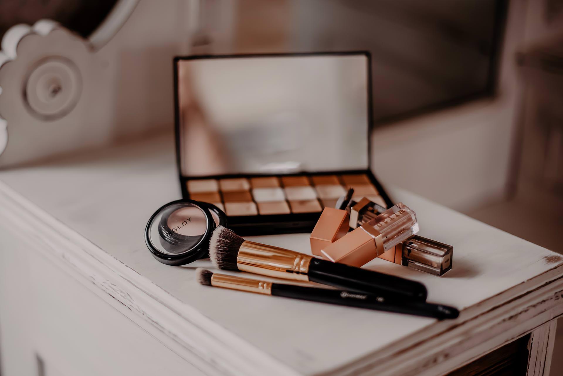 Gute Make-up-Pinsel für jeden Tag gesucht? Auf dem Beautyblog zeige ich dir meine Pinsel-Grundausrüstung und erkläre dir, welchen Pinsel ich wofür verwende. www.whoismocca.com #makeuppinsel #beautyblogger