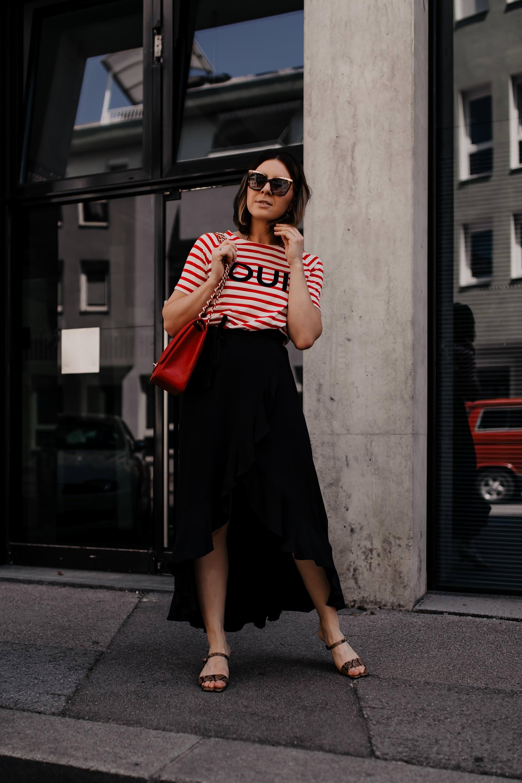 Im heutigen Blogbeitrag auf meinem Modeblog zeige ich dir, wo du schöne Wickelröcke für deine Sommer Outfits online kaufen kannst. Von einfarbig und minimalistisch bis verspielt mit Rüschen und elegant mit Volants ist alles mit dabei. Klick dich rein für Outfit-Inspirationen und Shopping-Tipps! www.whoismocca.com #wickelrock #sommeroutfit