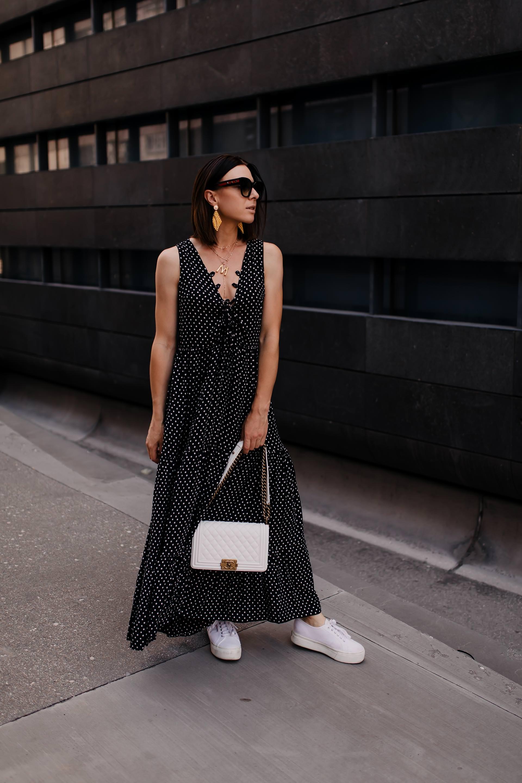 Der Polka Dots Trend ist auch 2019 ein Dauerbrenner unter den Modetrends. Wie du den Trend richtig kombinierst, passende Outfit-Ideen und hilfreiche Styling-Tipps findest du jetzt auf meinem Fashion Blog www.whoismocca.com #polkadots #modetrends #outfitideen #sommertrends