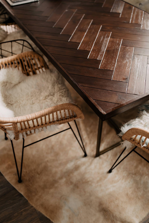 Auf meinem Interior Blog zeige ich dir Wohnideen, Einrichtungstipps und Einblicke in unser neues Zuhause. So haben wir unser Wohnzimmer, Küche, Essbereich und eine Wand mit Konsole gestaltet. www.whoismocca.com #essbereich #esstisch #kueche