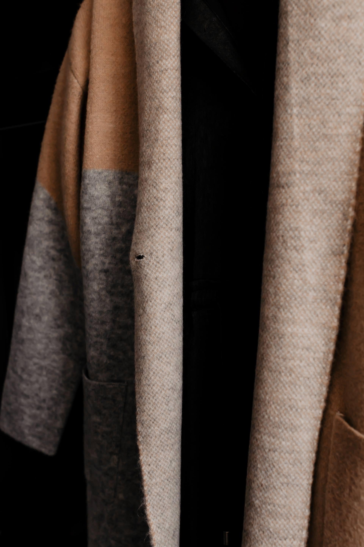 Auf meinem Modeblog zeige ich dir heute 10 nachhaltige Modelabels, die modern, stylisch und leistbar sind. Schöne Fair Fashion Mode ist mittlerweile weit weg vom verstaubten Öko-Image. Ich stelle dir 10 trendige Fair Fashion Marken vor, mit denen du eine wunderbare nachhaltige Capsule Wardrobe aufbauen kannst. www.whoismocca.com #fairfashion #nachhaltigkeit #sustainablefashion