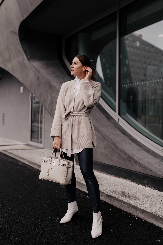 Anzeige. Was ziehe ich morgen an? 7 Outfit-Ideen von lässig bis schick findest du heute auf meinem Modeblog. Sowohl Outfits fürs Büro, für die Freizeit und einen legeres Wochenende ist alles mit dabei. www.whoismocca.com #outfitideen #lookbook