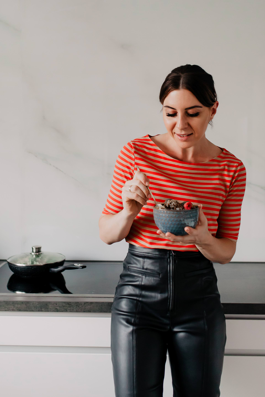 Anzeige. Auf dem Foodblog findest du jetzt Ideen für ein einfaches Mittagessen ohne Fleisch. 5 schnelle vegetarische Rezepte für jeden Tag teile ich mit dir! www.whoismocca.com #vegetarisch #mittagessen #foodblog