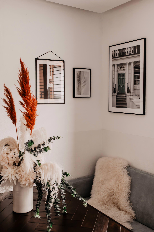 Anzeige. Ich zeige dir meine Wandgestaltung mit Bildern und Einrichtungsideen für Küche und Wohnzimmer! Welche Poster ich online bestellt habe und welche Tipps ich dir mit auf den Weg geben kann, liest du jetzt auf meinem Interior Blog. www.whoismocca.com #wandgestaltung #einrichtungsideen #wohnbereich