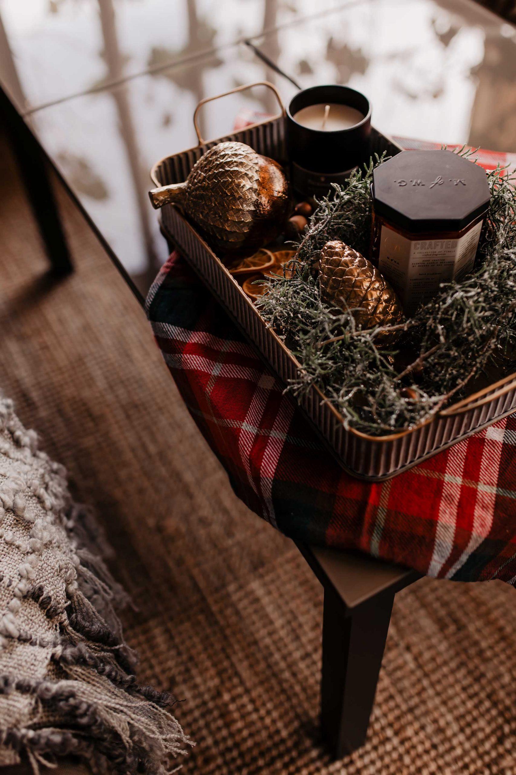 Anzeige. Im heutigen Beitrag auf meinem Interior Blog habe ich drei Dinge für dich: Ich stelle dir unseren Gasgriller vor, verrate dir meine Tipps für eine schöne Terrasse im Winter und on top natürlich auch noch das beste Rezept für weißen Glühwein! www.whoismocca.com #glühwein #winterdeko #terrasse #gasgrill