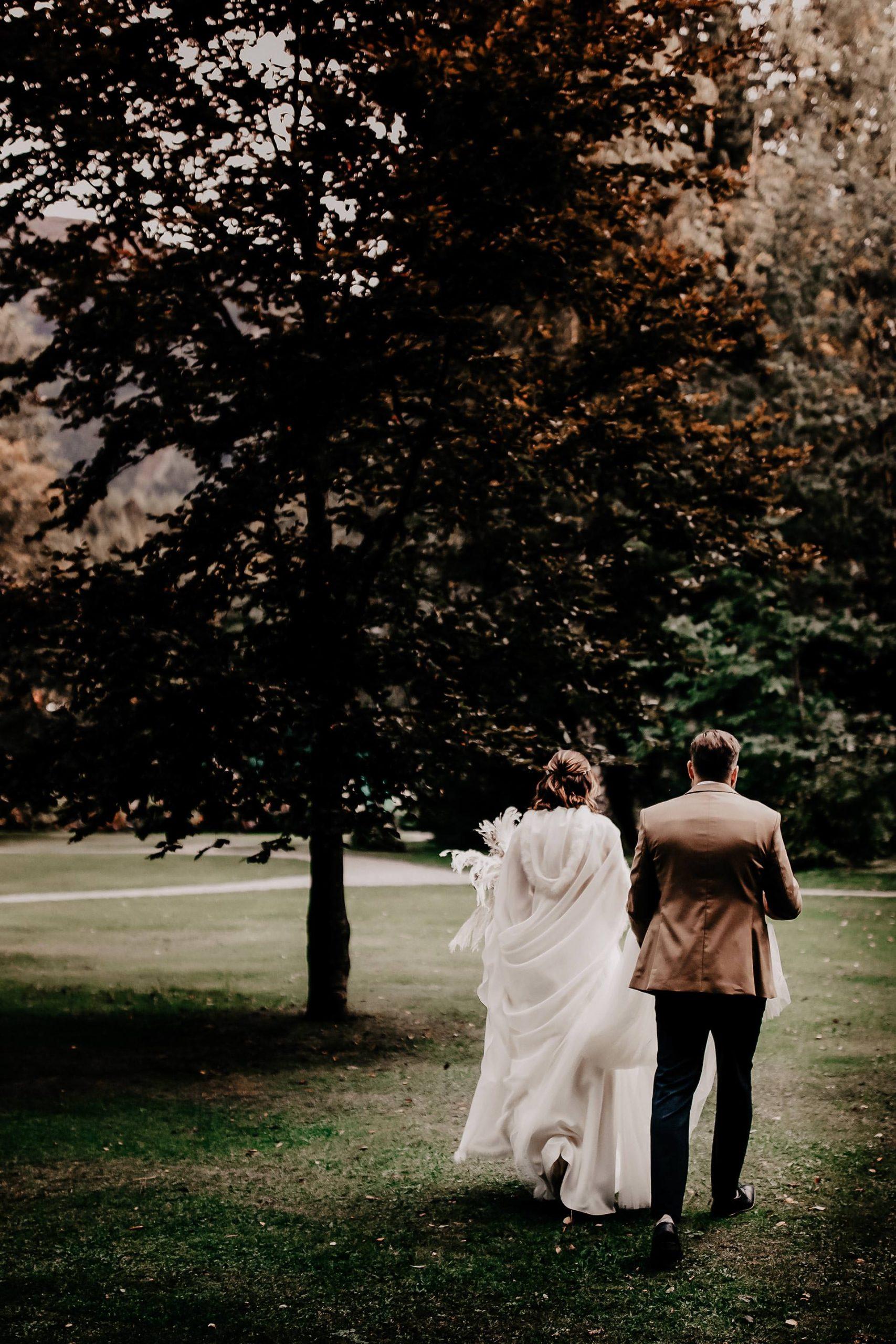 Am Blog gibt es etwas Neues zu unserer Herbsthochzeit. Ich zeige dir mein Brautstyling mit dem für mich perfekten Hochzeitskleid, Braut-Frisur und Make-up. Mehr auf www.whoismocca.com #hochzeit #traumhochzeit #pronovias #brautkleid #brautstyling